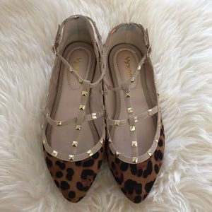 Shoes - Cute studded flats
